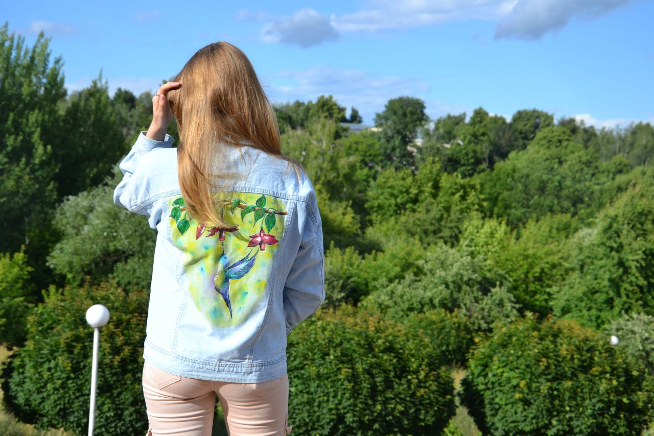 Hummingbird flight | Jeans jacket | Hand-painted